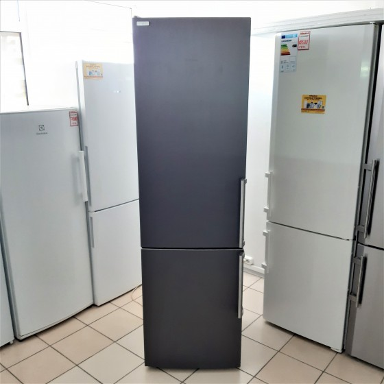 Холодильник Siemens KG39EAI40